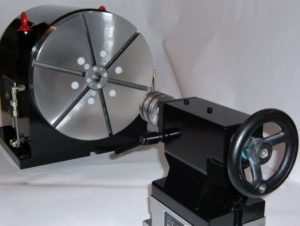 Vertical rotary table with manual lathe tail stock