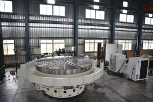 Large horizontal rotary table