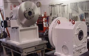 Vertical rotary table with a tail stock unit