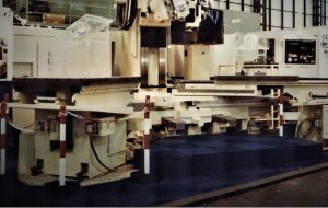 Large twin pallet loader system in a V configuration for large heavy parts